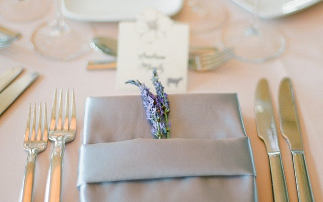 guests' seating cards