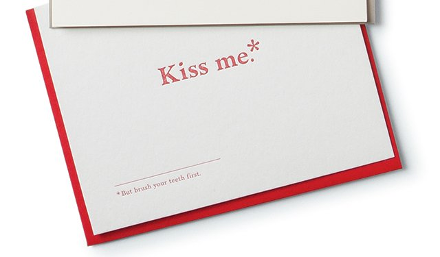 Kiss me note card