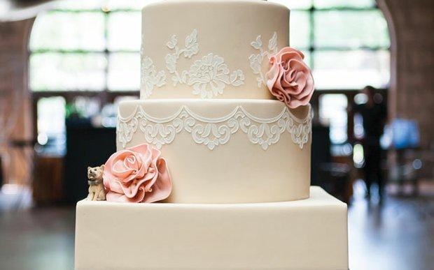 Wedding cake designed by Gateaux, Inc.
