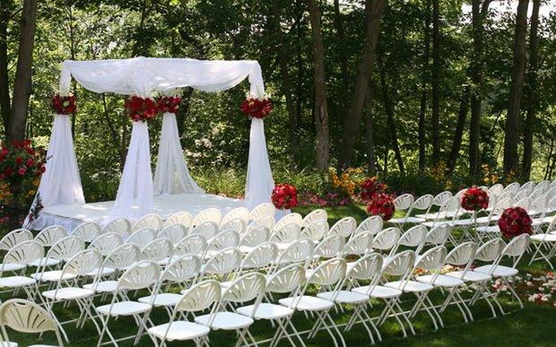 Outdoor-Wedding-Arch.jpg