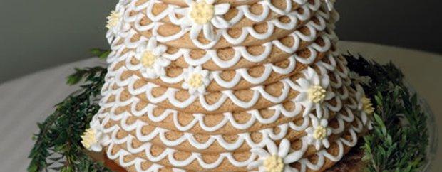 A wedding cake made by Taste of Scandinavia Bakery and Cafe