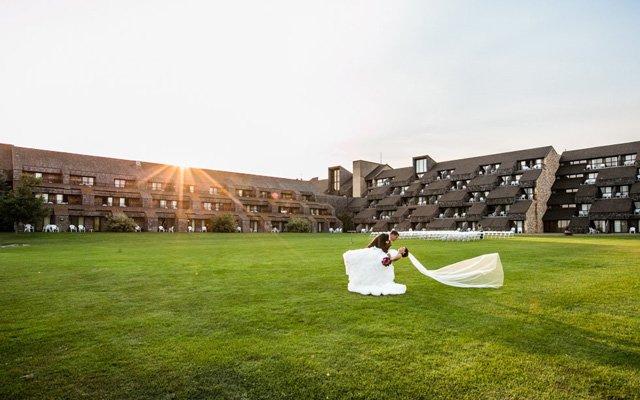 An outdoor wedding at Arrowwood Resort & Conference Center in Alexandria, Minnesota