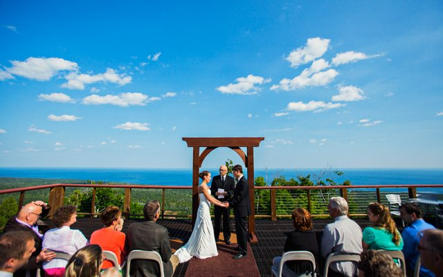 A wedding ceremony at Eagle Ridge Resort Lutsen