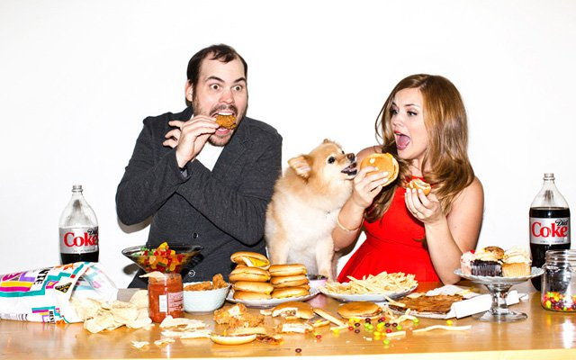 Falen Bonsett and Paul (Meatsauce) Lambert eating cheeseburgers in their engagement photo.