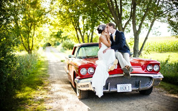A bride and groom kiss on their wedding day | Photo by Janelle Elise Photography