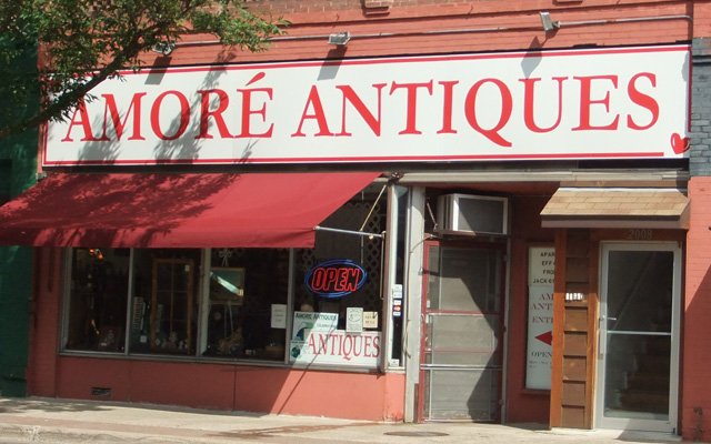 Exterior of Amore Antiques in Anoka, MN