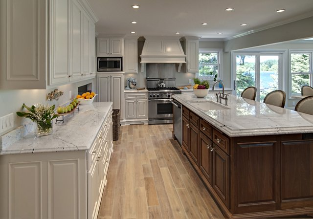 BDLM_1_Lakeside_Chef-s_Kitchen640x400new.jpg