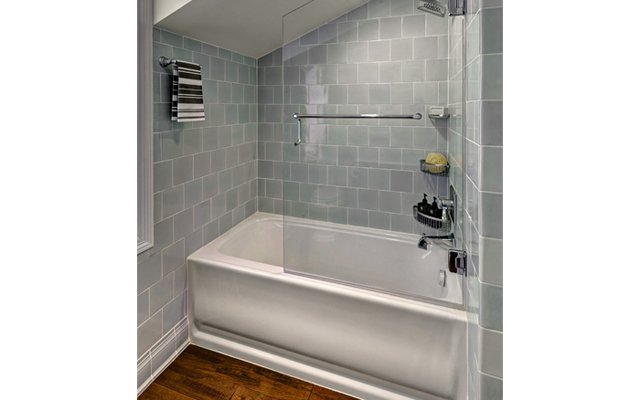 BDLM_8_Streamlined_Shower400x640.png