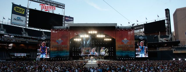 Kenny Chesney at Target Field