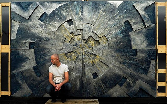 Ian Ward Garlant in front of a piece in Love Norway X
