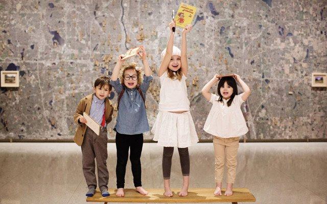 Kids holding books at the Walker Art Center / photo by Eliesa Johnson