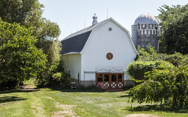 The barn at Sweetland Orchard in Webster, Minnesota