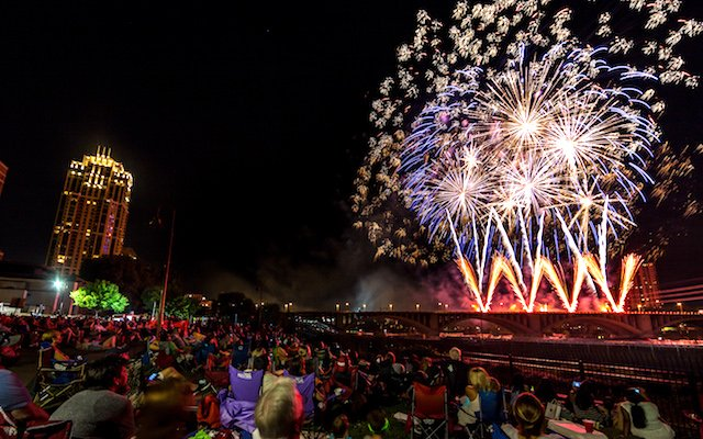 Aquatennial-Target-Fireworks-Dusty-Hoskovec-Photography.jpg