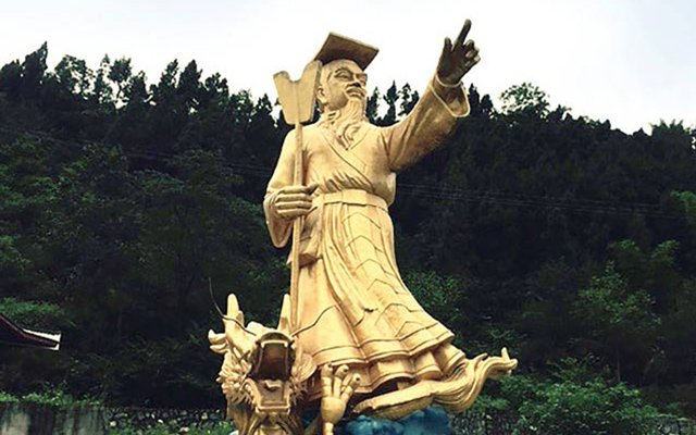 The Yu statue on Mount Wen