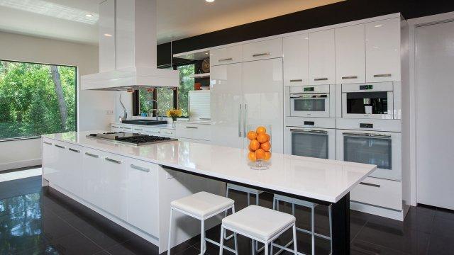Contemporary kitchen in Wayzata