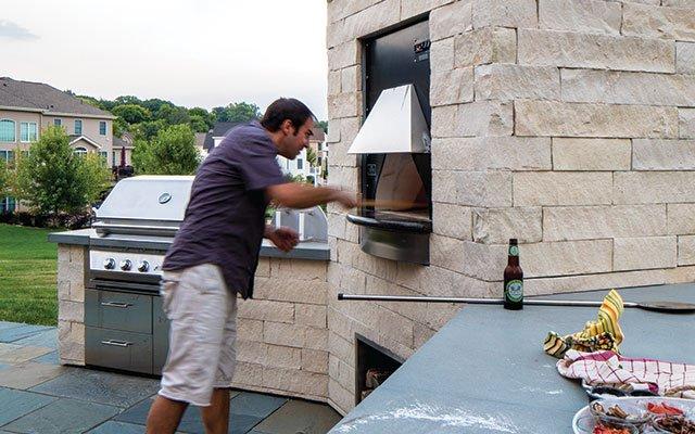 Outdoor pizza oven in Egan