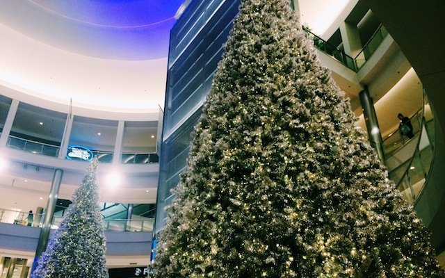 alishopsmoa treesjpg - Mall Of America Christmas Decorations