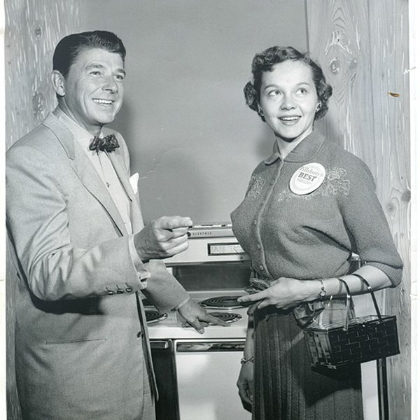 Minnesota cookbook author Beatrice Ojakangas with Ronald Regan