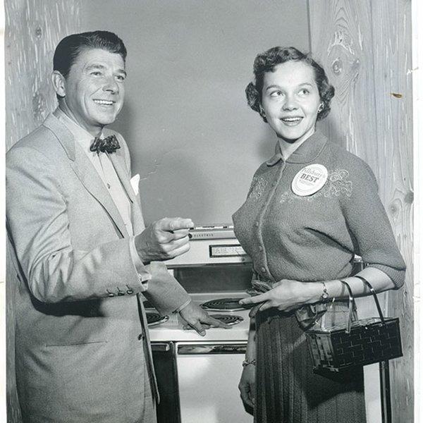 Minnesota cookbook author Beatrice Ojakangas with Ronald Regan
