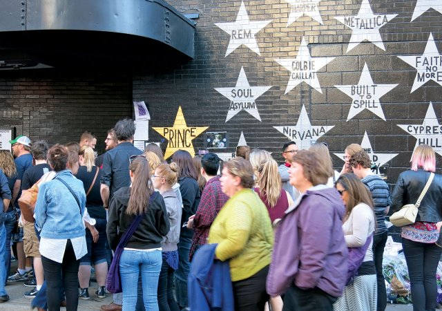 Gold Prince Star at First Ave