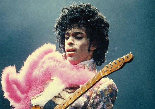 Prince-at-the-Fabulous-Forum-1985crop.jpg