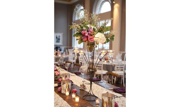 wedding_flowers_on_table.jpg