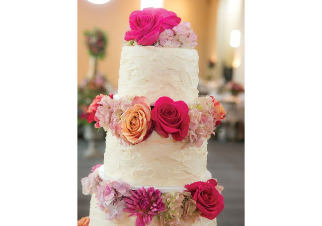 Wedding-cake-with-roses.jpg