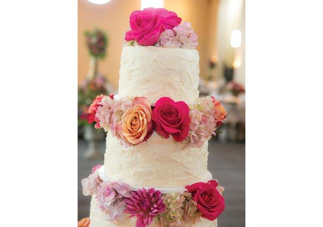 Wedding-cake-with-roses.jpg