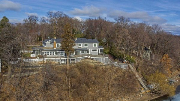 Edina Realty Exceptional Properties May 17 e13a