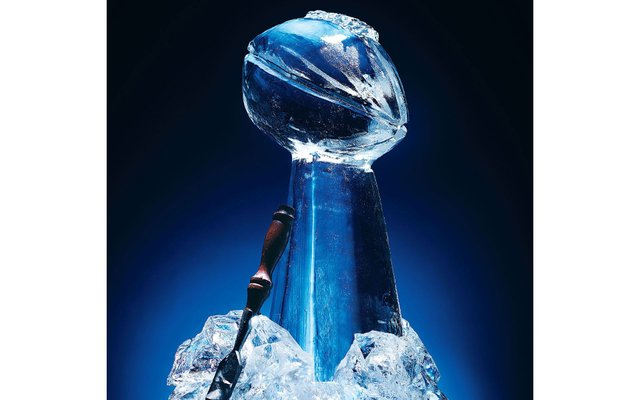 Vince-Lombardi-Trophy-ice-sculpture-made-by-Metro-Ice-Sculptures.jpg