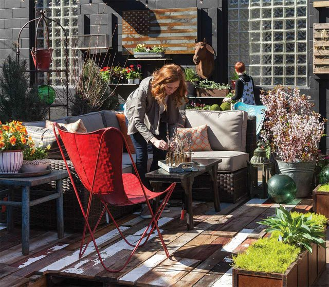 The patio at Ciel Loft & Home