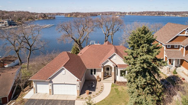 Prior Lake Edina Realty July 2017 e14a\
