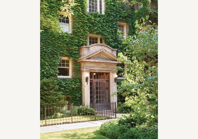 Jeanne-Bleu-Exterior.jpg