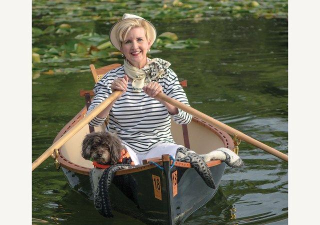 Jeanne-Bleu-Row-boat.jpg