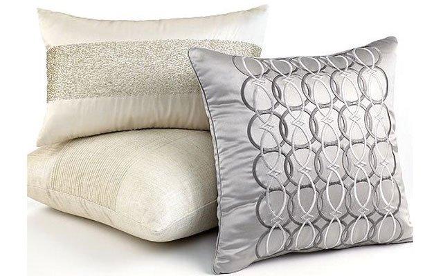 Pillows_640s.jpg