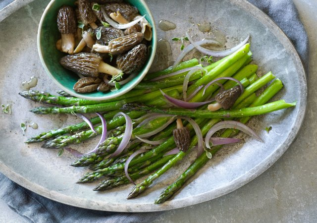 Butter-Braised Asparagus and Morels