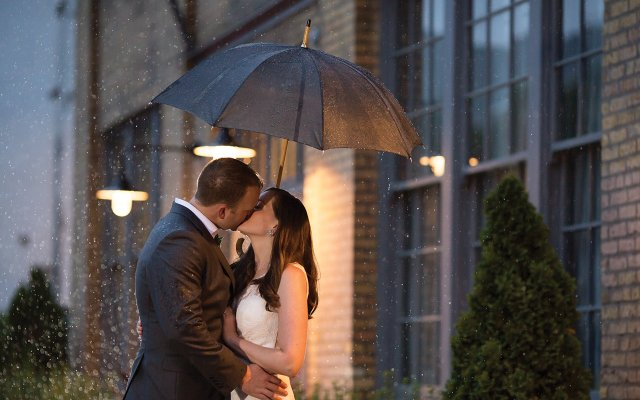 Maureen-Liam-kissing-in-the-rain.jpg