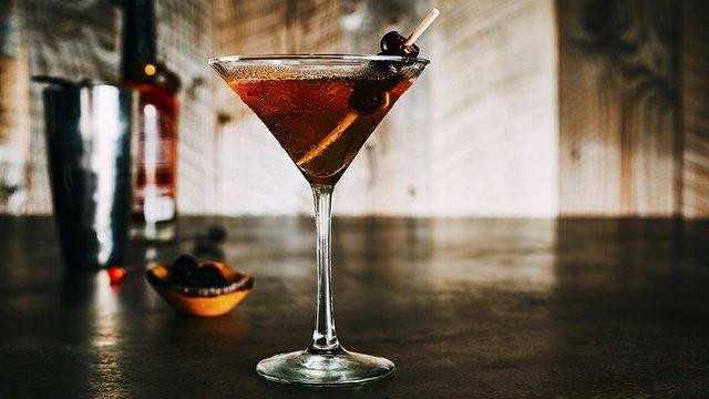 FireLake-bar-cocktail-martini.jpg