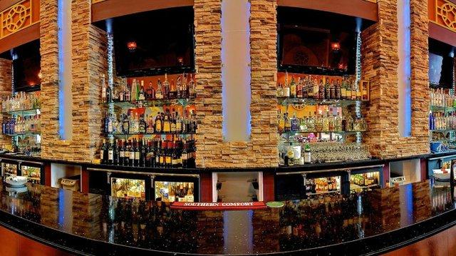 expansive bar