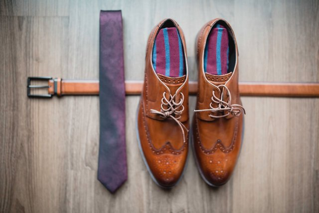 groom's accessories.png
