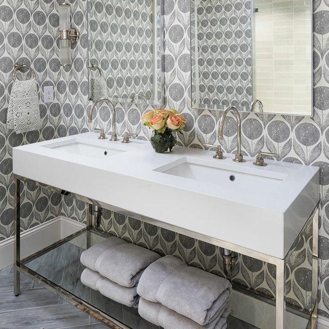 Pool-bathroom-sinks.jpg