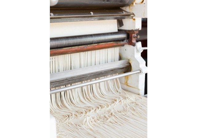 Ramen-noodle-production.jpg