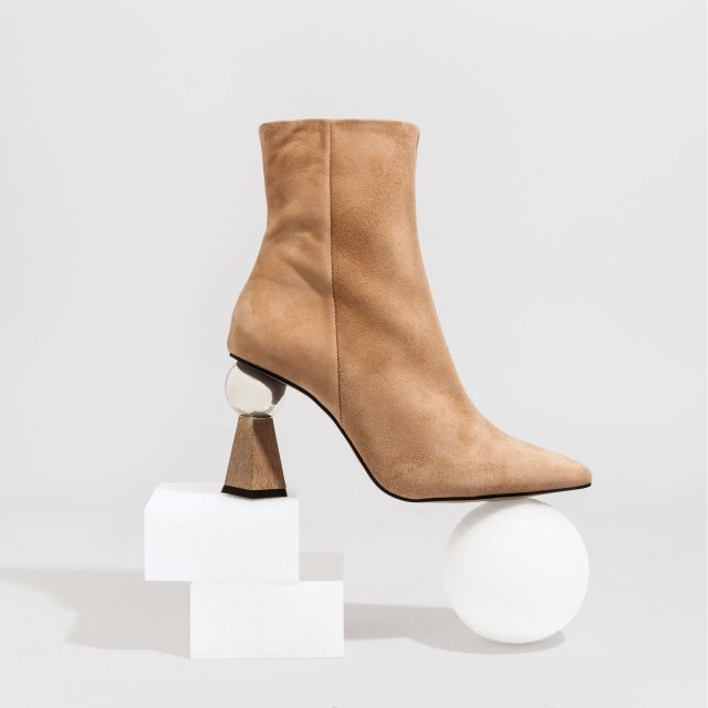 Hexagon heel boot