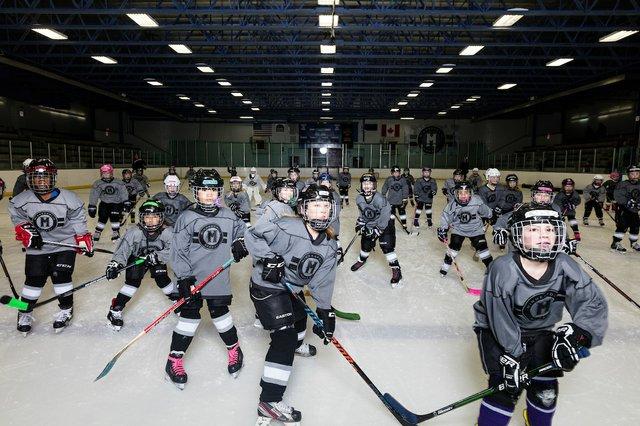 181117_MplsHockey_0407T.jpg