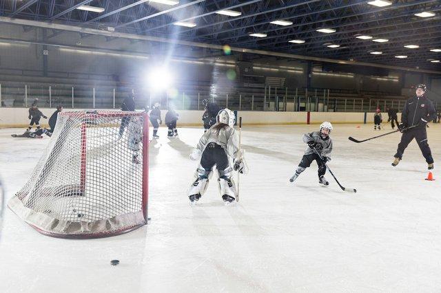 181117_MplsHockey_0596T.jpg
