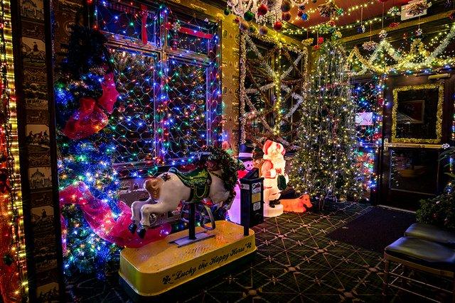 Bettys_Holiday_Mike_Madison_2018--9.jpg