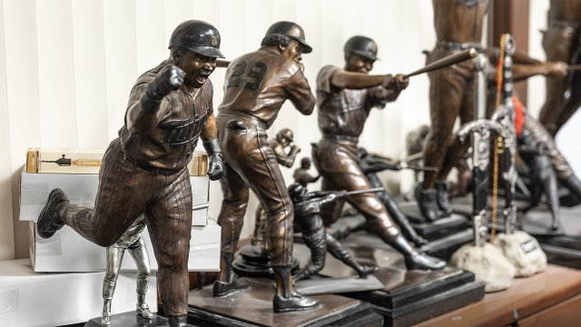 6_heroic-scale-bronzes-commemorating-historic-Minnesota-Twins.jpg