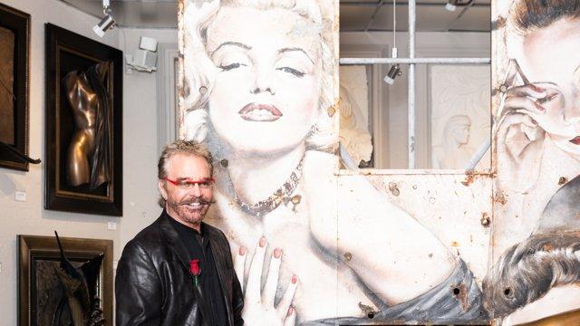 Bill-Mack-with-Marilyn-Monroe-painting.jpg