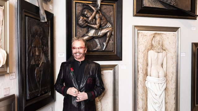 Bill-Mack-with-relief-sculptures.jpg