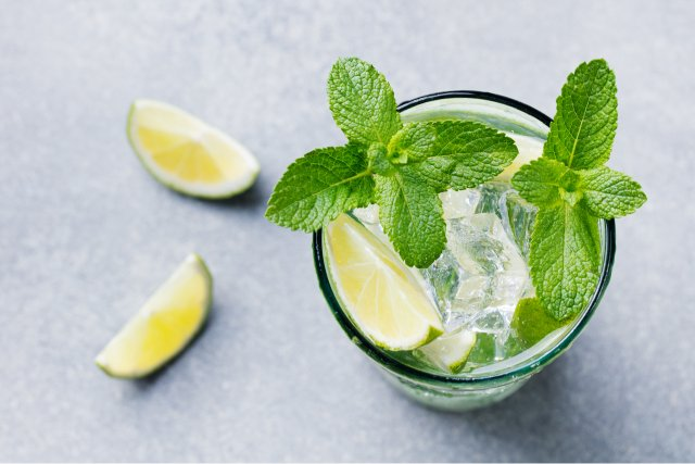 Mojito and lime wedges